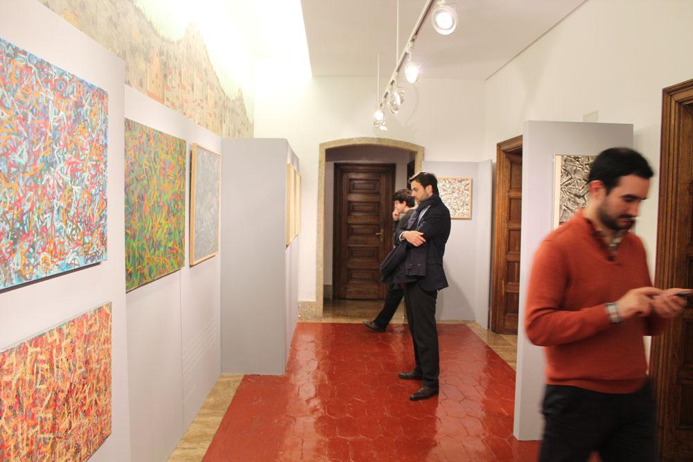 Algunos visitantes de la exposición
