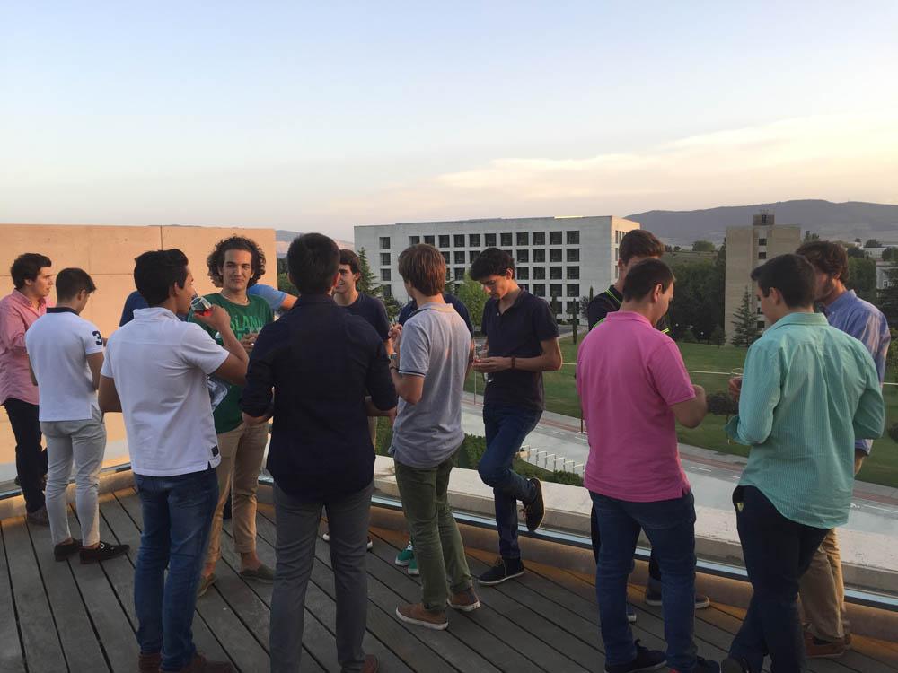 Durante las jornadas del curso 2015-2016. Cóctel de bienvenida en la terraza del Museo de la Universidad de Navarra.